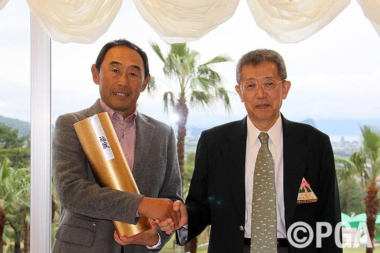 <Photo・FR>髙橋勝成にはエージシュート賞が贈られた