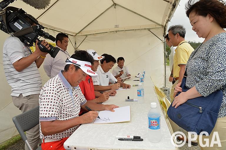 会場にて熊本大地震の被災地へのチャリティ活動を実施 3,582,799円をチャリティ