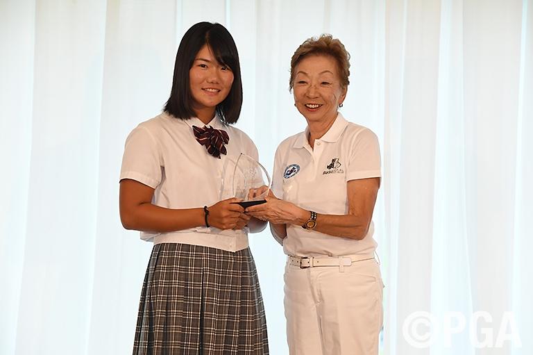 女子個人は関西チームの松原由美(大阪学院大高3年)が第1回大会の優勝者に輝く