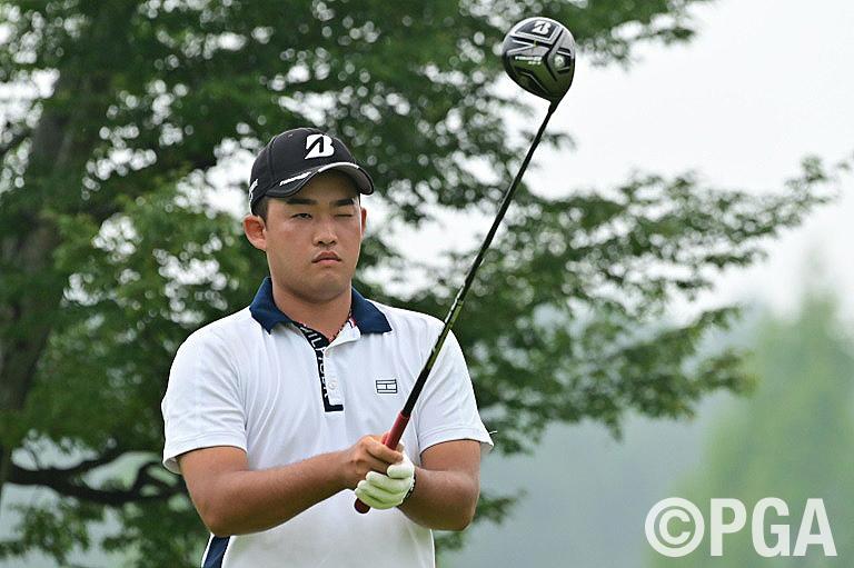 織田が63を叩き出し首位浮上、プロゴルファー人生を選びテストに挑戦