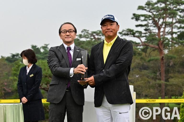 〈FR-表彰式〉ゴルフパートナー杯が贈られました