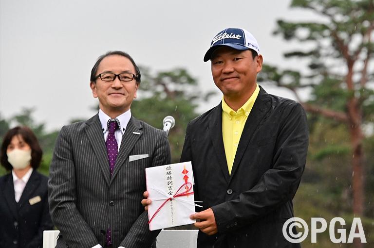 〈FR-表彰式〉ゴルフパートナー特別賞もGET